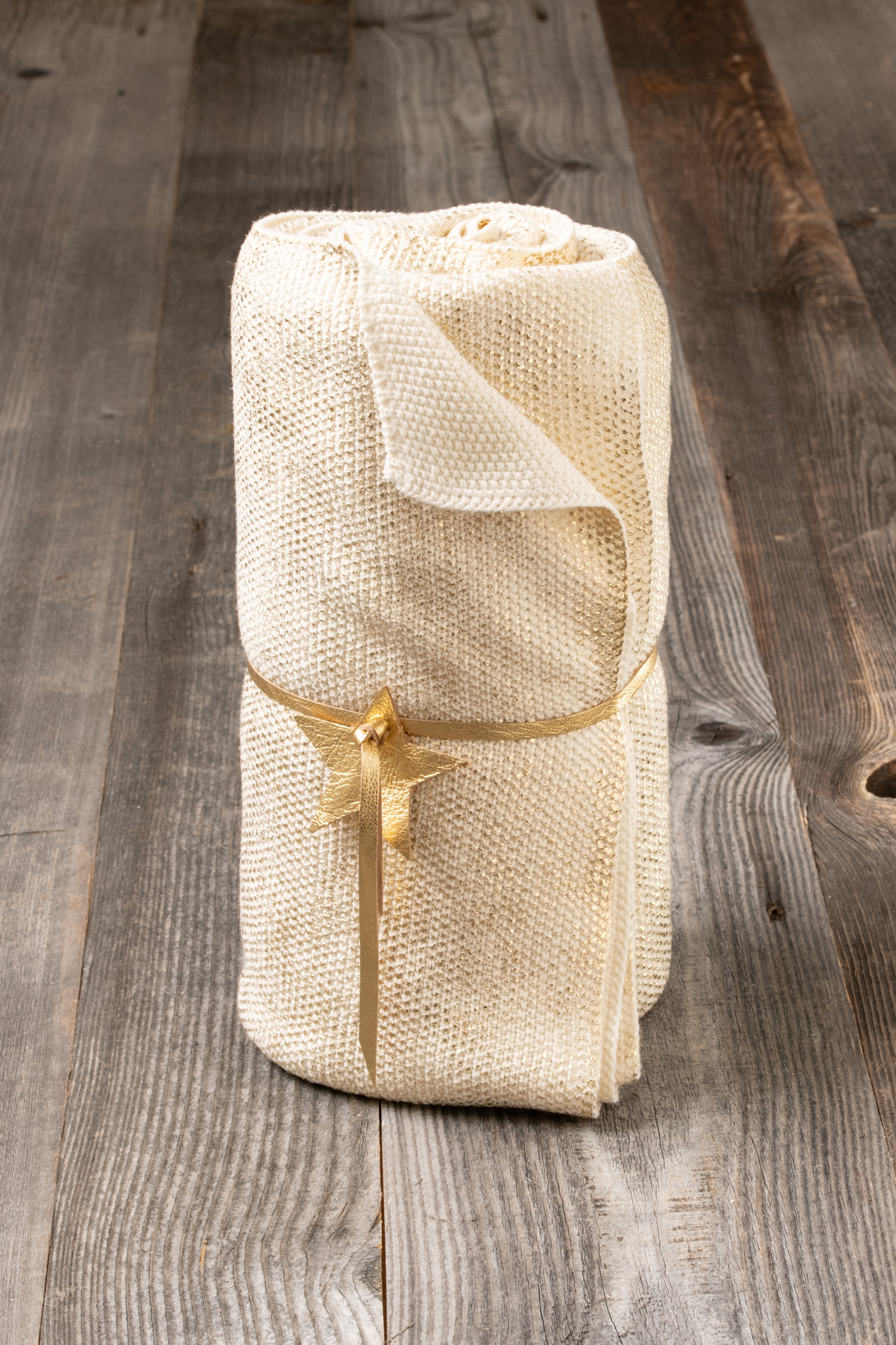 Plaid en tricot - Détail étoile suédine - La Maison de Jade
